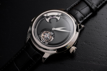 Endeavour_Concept_Minute_Repeater_Tourbillon_1903-0200_Lifestyle